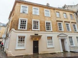 Spacious & Homely Georgian Town House Central Bath