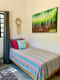 guest bedroom (one twin bed)