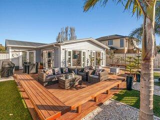 The Palm Retreat - Orewa Holiday Home, Orewa