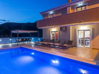 Villa Tomic - Four-Bedroom Villa with Private Pool