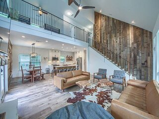 NEW BUILD!! Upscale luxury on the Guadalupe River, right on the 'Chute'!!