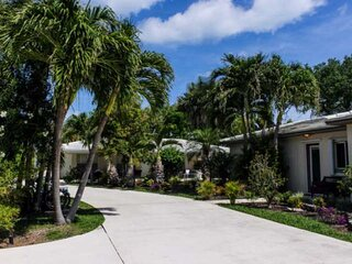 Southwind 3 - Steps to Sandy Beach/King Studio/Pool/Tropical Breezes & Fun/Walk