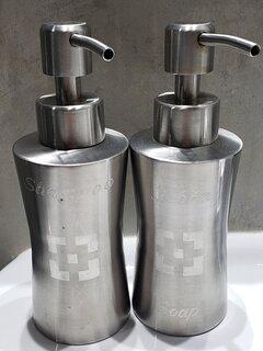 Dispenser shampoo y jabón con logo