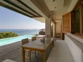 Villa Scorpios. Sleeps 8. Private pool. By the sea., alquiler vacacional en Grecia Occidental