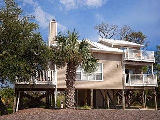 Recently renovated, gulf view, community pool, pet friendly, beach gear.