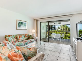 Pleasant condo with air conditioning, Gulf views, & balcony - walk to the beach!
