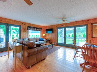 New listing! Spacious rural escape w/wrap-around deck/gas grill/gas fireplace
