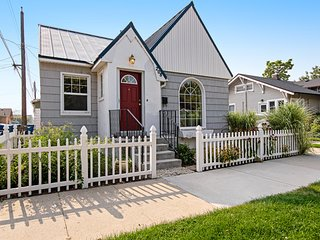 Darling cottage near downtown w/ full kitchen, finished basement, & free WiFi!