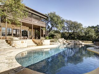 Contemporary dog-friendly house w/private gas grill, hot tub, & outdoor pool