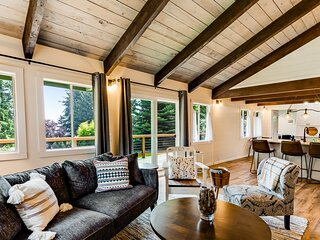 Fantastic retreat near the water w/ expansive deck & stylish interior - dogs OK