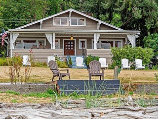 Huge waterfront home w/firepit/covered porch/atrium windows - near Port Orchard!