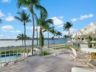Portside 9-Waterfront -2nd Floor-King 1BD+1Twin/Dog Friendly/Walk to Beach/Pool/