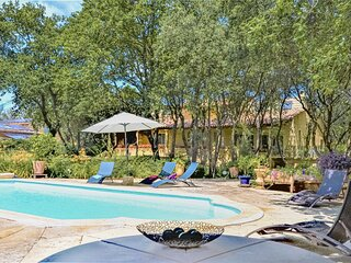 Awesome home in Vers-Pont-du-Gard with Outdoor swimming pool, Sauna and Outdoor