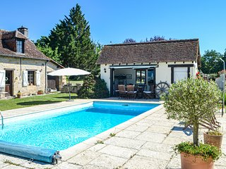Amazing home in La Chapelle Saint Jean with Outdoor swimming pool, Outdoor swimm