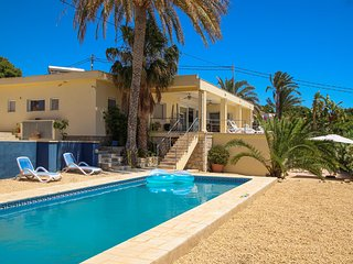 Nice home in El Campello with Outdoor swimming pool, Outdoor swimming pool and 5