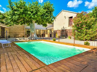 Beautiful home in Camaret sur Aigues with Outdoor swimming pool, Outdoor swimmin