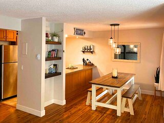 Work Remote & Ski / Quiet Home w/ all Amenities, Pool, Fireplace & Location