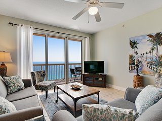Spacious gulf front condo w/beach views, shared pools, Tiki Bar, & gym