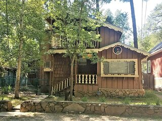 River Place Cabin - Cozy Cabins Real Estate, LLC.