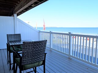 Beachfront Condo with Great Views