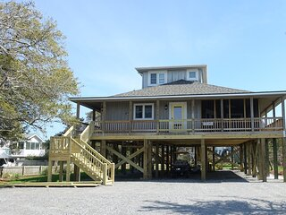 Cottage Station-Front row views of the Ocracoke Lighthouse!!