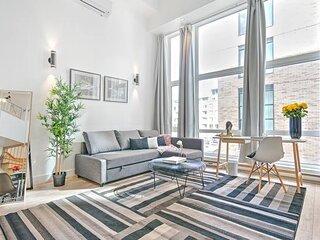Liv MTL Save 60% Downtown 502 Luxurious Duplex Big Family Pet Friendly*