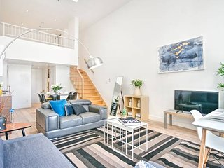 Liv MTL Save 60% Downtown 501 Luxurious Duplex Big Family + Pet Friendly*