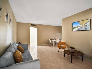 1BR/1BATH, Hallandale Beach, FREE PARKING, SANITIZED, BEACHES AND POOL OPEN