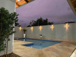 Casa com piscina próximo ao Beto Carreiro