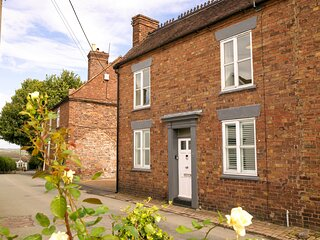 IRONBRIDGE - 18TH CENTURY 3 BEDROOM COTTAGE (3 DOUBLE BEDS AND 3 SINGLE)