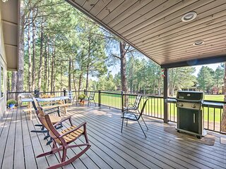 Dog-Friendly Home w/Deck on Pinetop Lakes Course!