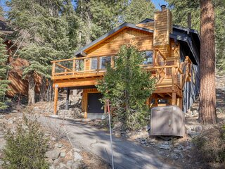 Quiet home w/ lake views, a private hot tub, shuffleboard, & a wood stove!