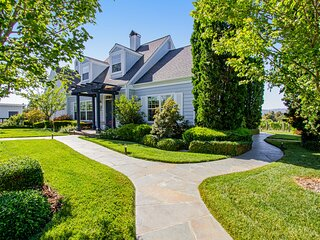 Beautiful home on 10 acres w/ hot tub, English garden & stunning patio!