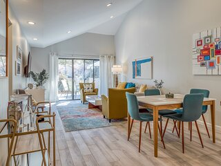 Beautifully updated mid-century condo with shared pool/spa & mountain views!