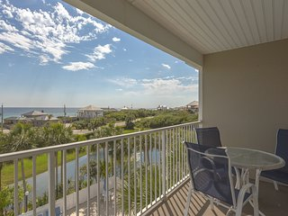 Coastal condo with free WiFi, shared hot tub, & pool - close to the gulf sands!