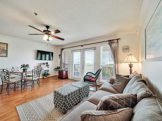 Open and airy condo with free WiFi, attractive floors, and balcony w/ gulf views