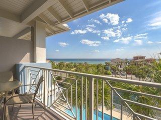 Santa Rosa Beach retreat w/ shared pool close to dining, bike rentals, & parks!