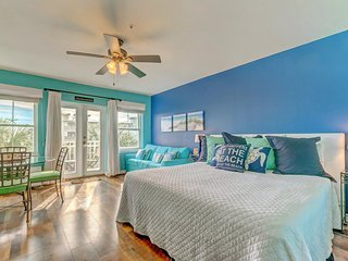 Airy condo w/ great location close to the beach w/ shared pool and tennis!