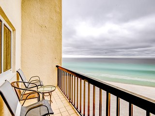 Vibrant condo w/ shared pool & beach access nearby - close to Camp Helen!