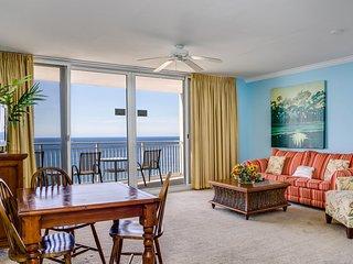 Bright condo w/ beach access & panoramic views!