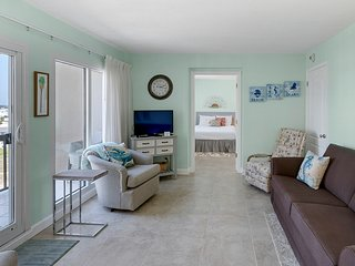 Oceanfront Pinnacle Port condo w/ tennis & basketball courts + private balcony!