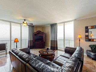 Beautiful gulf-front corner condo near Pier Park w/ pools, hot tubs & arcade!
