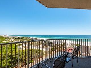 Sixth-floor beachfront home w/ stunning balcony views & shared hot tub/ pool!