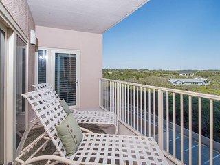 Beachfront condo w/ shared hot tub, pool, & sauna, + private balcony views!