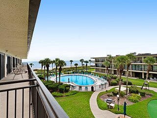 Family-friendly spacious, waterfront condo w/ private pool, balcony/beach access