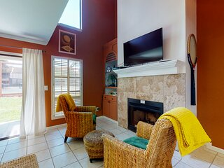 Family-friendly retreat in tennis-themed resort w/shared hot tub and pools!
