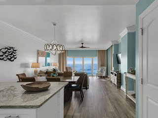 Gulf-front resort villa w/ shared hot tub, pool, & views from private balcony!