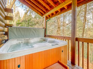 Secluded creekfront cabin w/ firepit, private hot tub