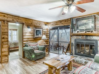 Lakefront cabin w/ a private hot tub, pool table, & screened-in deck