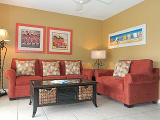 Spacious, family-friendly condo w/prime location, shared pools, hot tub, & more!